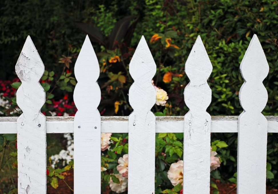 professional vinyl fence services